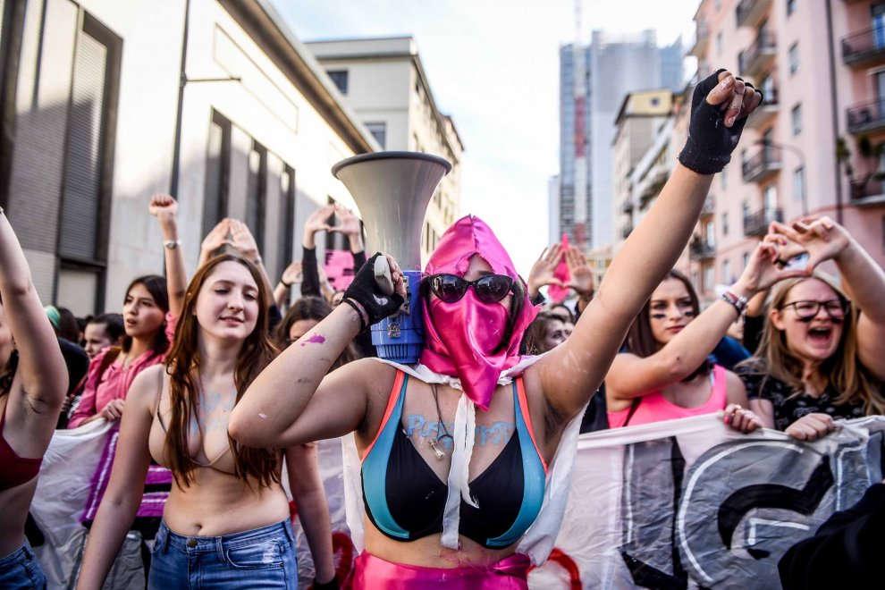 protesta di donne l'8 marzo a Milano